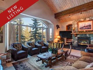 Ski-In Ski-Out 6-Bedroom 6.5-Bath Luxury House with Four Master Suites & Private Shuttle Service, Breckenridge