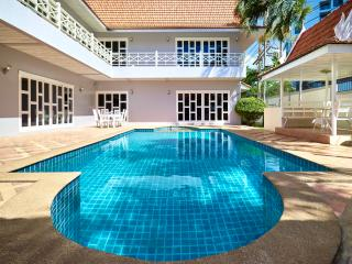 Luxury 5bedrooms pool villa in Cozy Beach, Pattaya
