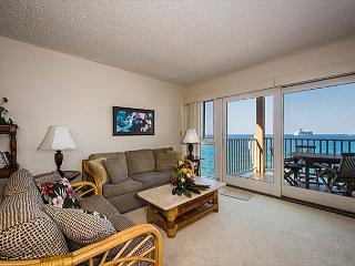 Living room of 4-205! Tastefully decorated, furnished. Waiting for you! Sofa is a pull out!