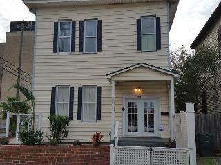 Large Historic Home- Blocks from The Strand- 4 BR- 2 BA- Sleeps 12, WiFi, Galveston