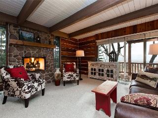 Charming & Spacious Cabin in Midway – Sleeps 15