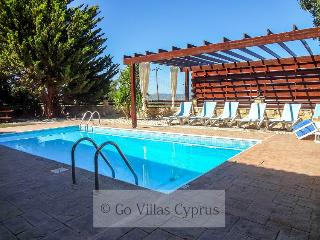 3BR Stonebuilt villa, garden,private pool,sea view, Argaka