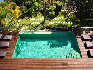 Villa Majesty with Private Heated Pool, Caniço