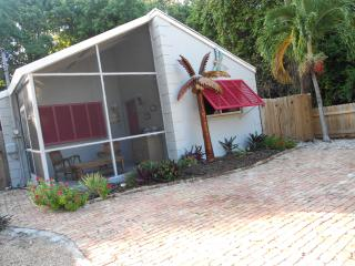 Cozy Couple Getaway! or Great Family Home, Key Largo