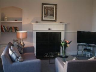 3 br Central Stirling Apartment at Bank Street