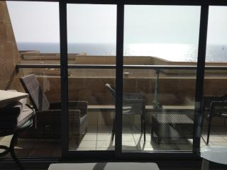 Beach, pool&parking. 2 room apt sea and sun build, Tel Aviv