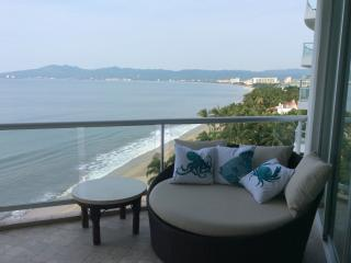 GORGEOUS BEACHFRONT CONDO, Nuevo Vallarta