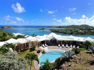 Ideal for Couples & Groups, Stunning Views, Huge Pool, Private Dock & Sea Access