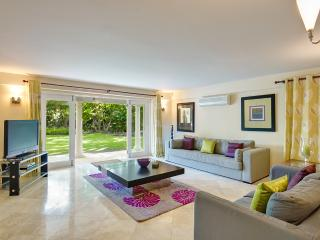 Comfort, luxury, and modern flair, Holetown