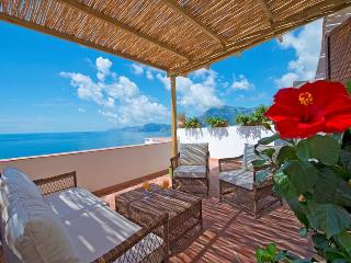 Gorgeous villa with amazing views, Praiano