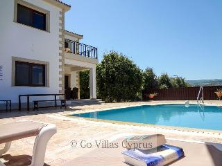 4BR Villa, mountain views, private pool, wifi, Polis