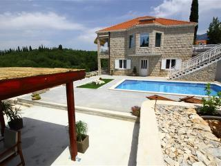 Villa Oasis Cypress - Three Bedroom Villa with Terrace and Swimming Pool, Cilipi