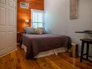 Luxurious Cozy Studio 2 Blocks From Duval Street, Cayo Hueso (Key West)