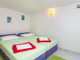 Apartment Bravo - Studio Apartment with Terrace and Garden View, Zaton