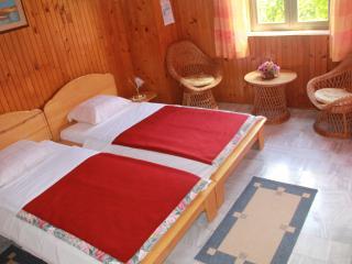 J&J Bed & Breakfast - Classic Twin Room with Garden View - No.1, Zaton