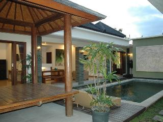 LEGIAN - 5 Bedroom 4.5 Bath - Breakfast incl. bra, Legian