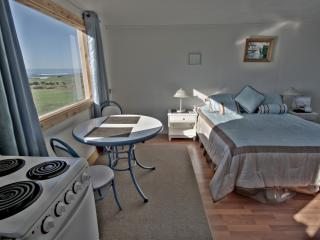 The Tidepool: Ocean-Front Studio with Kitchen, Yachats