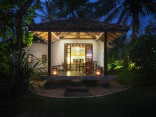Stunning Beachfront Private Villa, Weligama