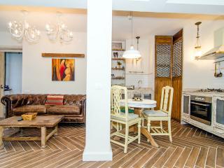 Classic Neve Tzedek Boutique Apartment, Tel Aviv