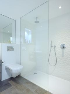 Stunning tiles in the en-suite bathroom