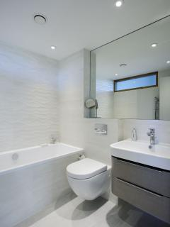 The twin room en-suite with bath and shower attachment