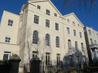 Central Exeter - Large ground floor apartment, gated parking.