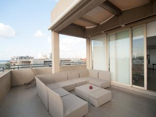 Sea View Penthouse by the Beach, Tel Aviv