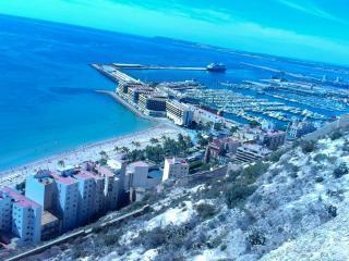 Air Conditioned, Quiet Flat in Central Alicante