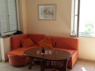 Apartment near the beach for 4 people, Novalja