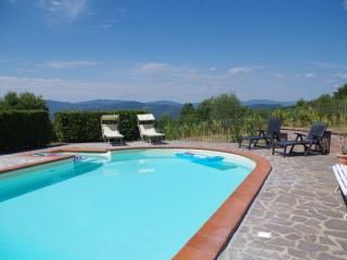 La Palazzina, restored farmhouse with private pool and spectacular views