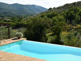Tuscany cottage near Castiglion Fiorentino, with Private Pool, BBQ, & Parking