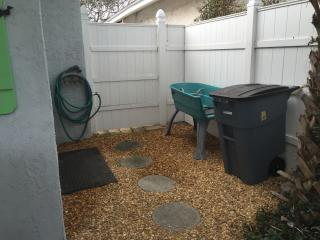 private area off of front patio for hosing off and doggie bathtub