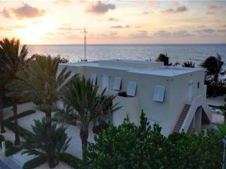 4BR-Villa Caymanas, Old Man Bay