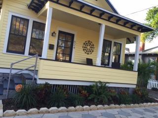 Casa Renee - Adorable Bungalow in St.Pete, FL!, San Petersburgo