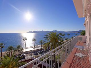 Panoramic sea view / Direct access to beach, Cannes