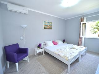 Guest House St. Oliva-Two Bedroom Apartment with Garden View, Prcanj
