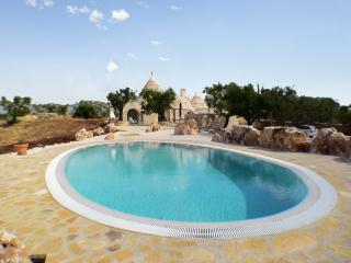 Traditional trullo with pool & terrace, Martina Franca