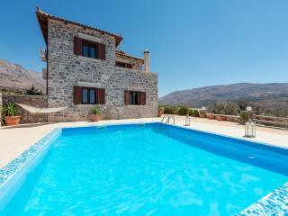 Eine schöne Villa mit 3 Schlafzimmern Naturstein!, Spili