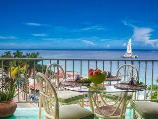 Ocean Front 2 Bed/2.5 Bath Suite Hip Strip Beach, Montego Bay