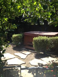 Redwood jetted jacuzzi amidst fruit trees in the garden, redwood entry step, prof maintained weekly