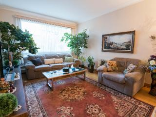 Furnished 3 Bedroom Apartment for Rent*We Welcome Guests*Near Downtown Montreal, Montréal