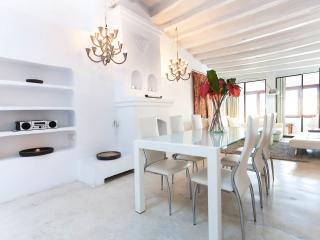 170m2 Super Trendy Duplex with Roof Terrace, Ibiza Stadt