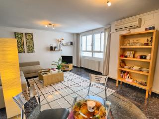 Spacious 23m2 bright comfortable living/dining room