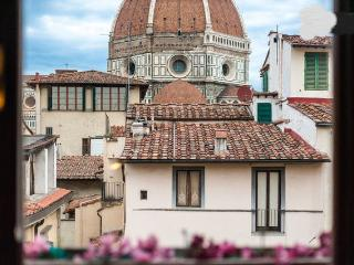 Awesome view of Duomo-romantic and lovely-for 4p, Florence