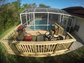 PRIVATE SUNDECK TO ENJOY A BBQ AND DRINK AND STILL WATCH THE CHILDREN IN THE POOL