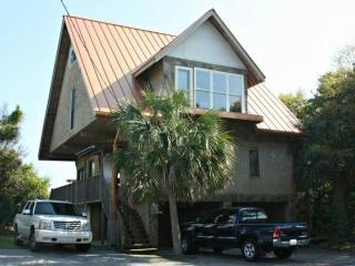 Folly Beach 2BR/2BA Oceanfront Home-BBQ Grill-Front Row to Sunrise on Private