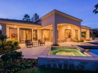 PGA WEST SUMMIT Home Weiskopf & Private Lake Views, Infinity Pool & Spa with Sun
