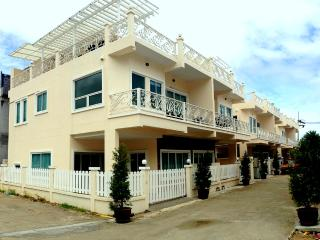 37C - Nice new built luxury house swimming pool, Kamala