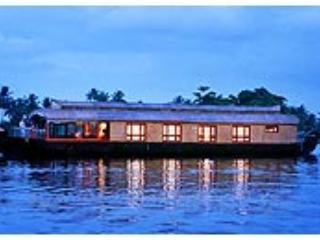 House Boat-Bethel Houseboats Deluxe 1