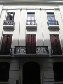 Fachada con balcones a la calle